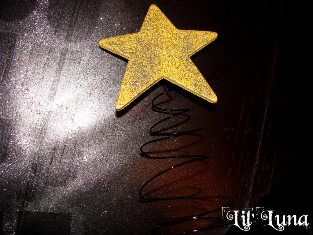 Cute, fun, and easy Christmas Gift Box Tree craft to make for super cheap!! { lilluna.com }