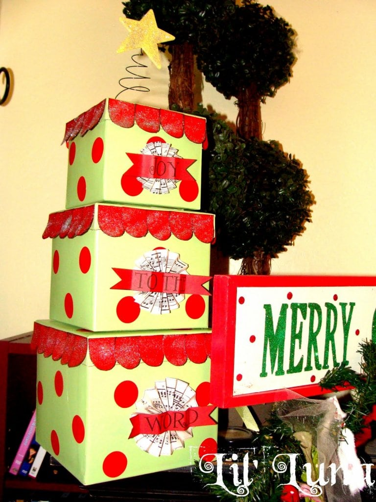 Cute, fun, and easy Christmas Gift Box Tree craft to make for super cheap!! { lilluna.com }