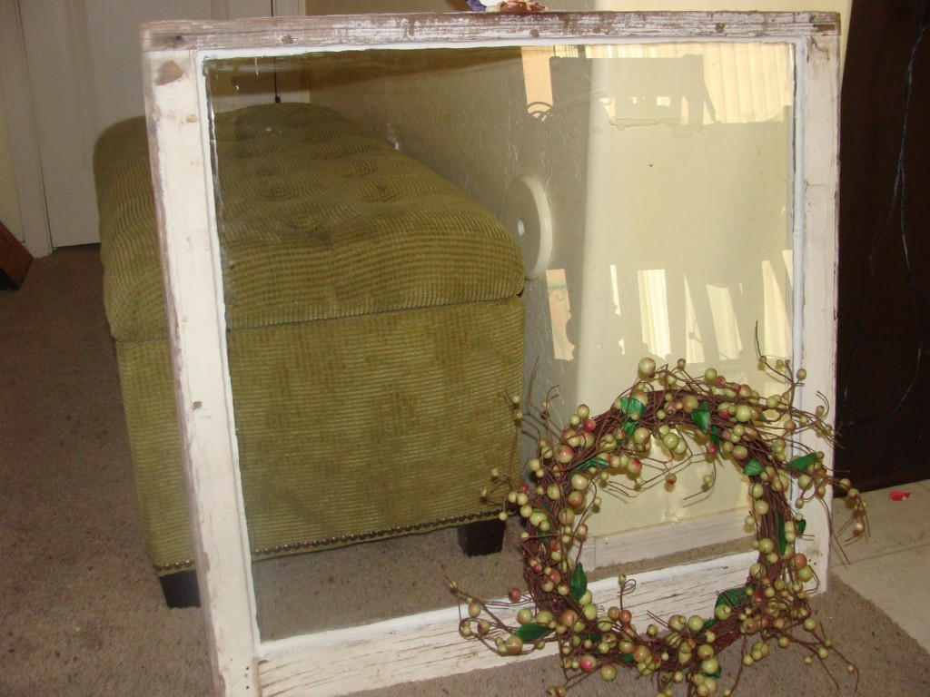How to make this Vintage Window Wreath! Perfect to display in your home! { lilluna.com }