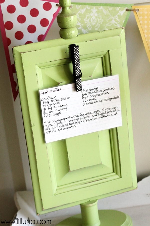 Cute and Easy Recipe Holder Tutorial { lilluna.com }