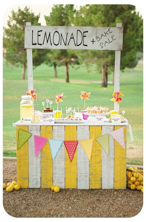 A tutorial on how to make a fun, bright and Vintage Lemonade Stand. { lilluna.com }