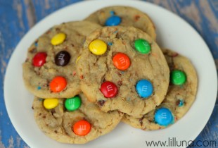 YUMMY M&M Cookies recipe. Must save for later. Recipe on { lilluna.com } #cookies
