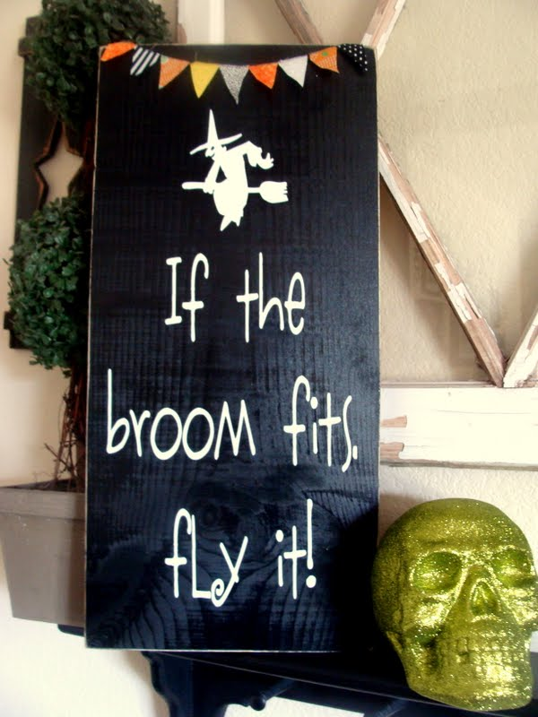 If the Broom Fits Sign and Bunting perfect to display during Halloween. { lilluna.com }