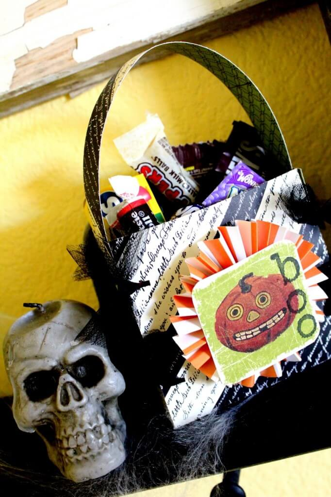 Boo Bag Tutorial using Elmer's Glue Dots. Such a cute, fun and INEXPENSIVE gift!! { lilluna.com }
