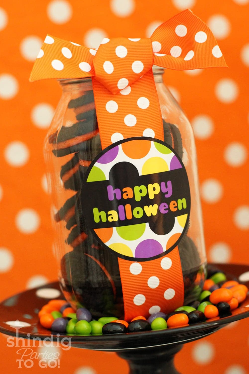 Super cute and FREE Halloween Tags on { lilluna.com } Cute labels to add to any of your Halloween treats or gifts!