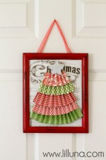 Christmas Door Frame on { lilluna.com }
