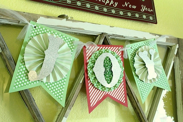 How to make this super easy and adorable Christmas Joy Banner!! This is a great decor item or give as a gift!!