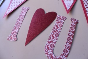 CUTE I Heart You Valentine's Banner Tutorial on { lilluna.com } Easy to make and so cute!
