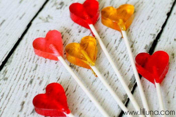 Homemade Valentines Suckers!! Recipe on { lilluna.com } The perfect Valentine treat !!