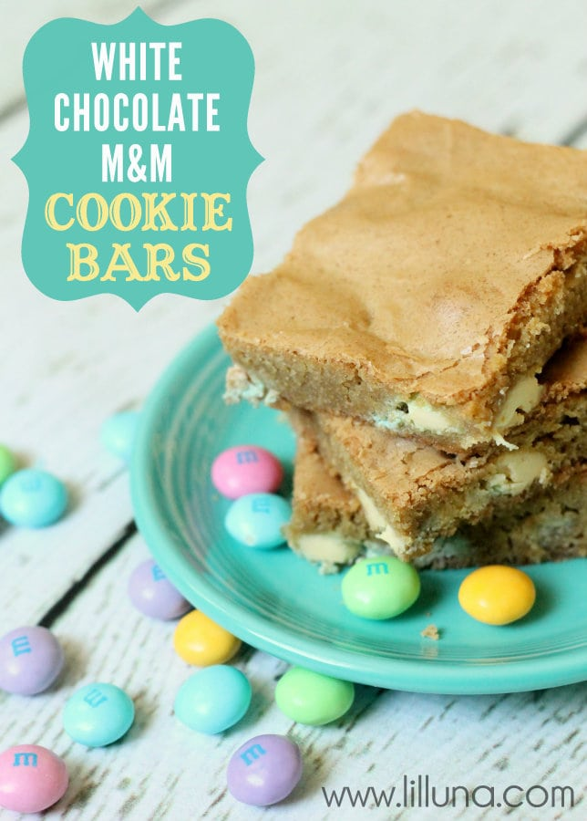 The perfect Easter dessert - quick, easy and delish. White Chocolate M&M Cookie Bars on { lilluna.com }