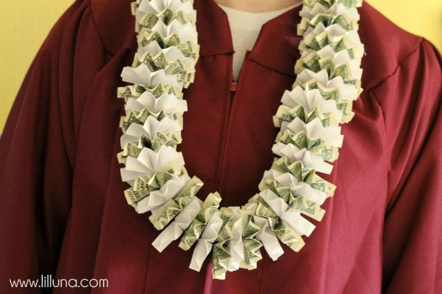 How to make Money Leis on { lilluna.com } Such a great graduation gift!!
