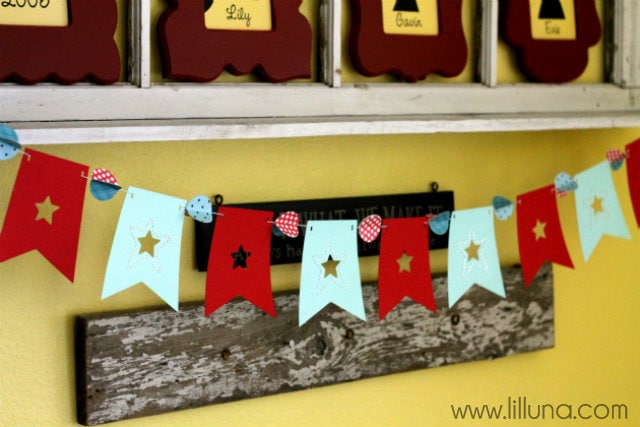 Fourth of July Banner. Easy and cute - I'm making this! Made with a silhouette machine, this makes for great decor!