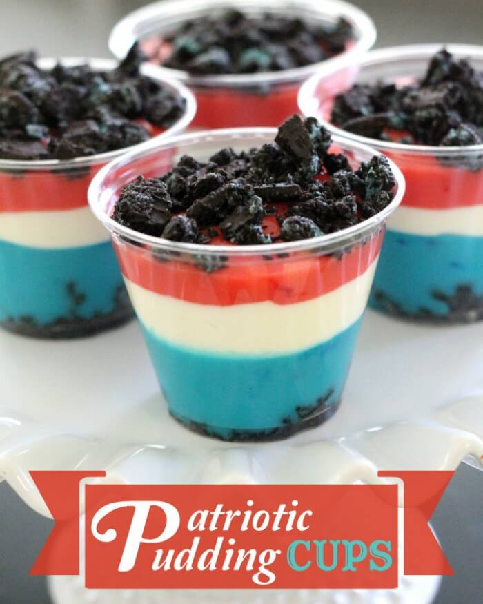 Patriotic Pudding Cups on { lilluna.com } Yummy pudding and oreo's make this so delish!