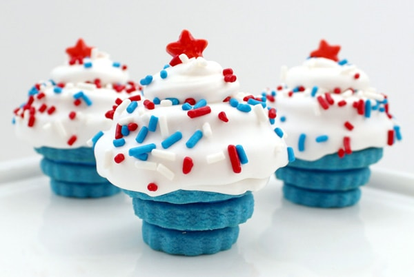 A collection of 25+ 4th of July Desserts - delicious and patriotic! { lilluna.com }