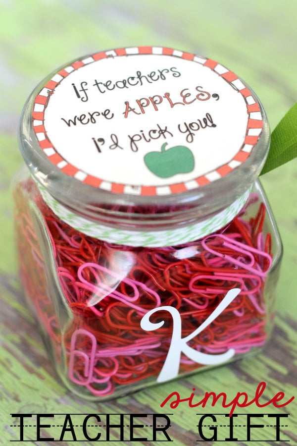 A roundup of 15 teacher appreciation gift ideas on { lilluna.com }! SO many cute and easy ideas that teachers will love!