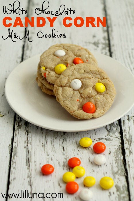 White Chocolate Candy Corn M&M Cookies. These cookies are easy and DELISH!! #cookies