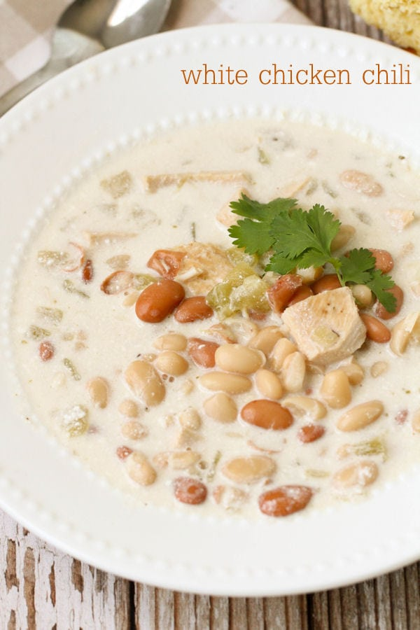 White Chicken Chili recipe - this recipe is delicious and simple! It's perfect for those cold winter days! Yummy chicken and beans with lots of flavor!