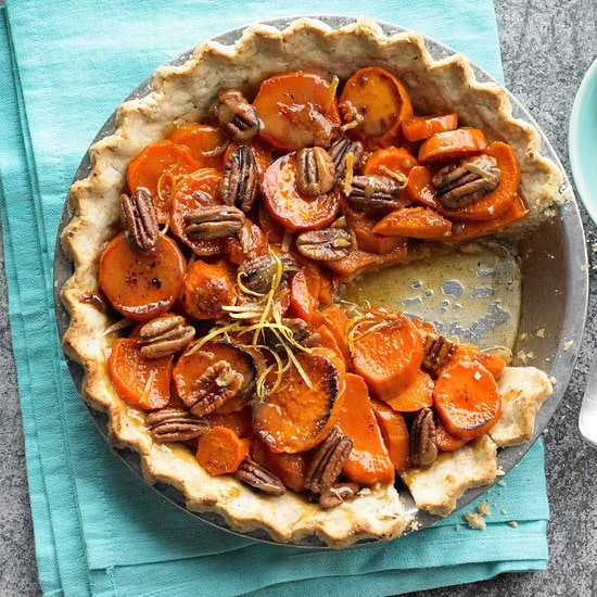 A collection of 35+ pie recipes perfect for Thanksgiving! { lilluna.com } Chocolate, pumpkin, fruit, so many choices to please everyone!
