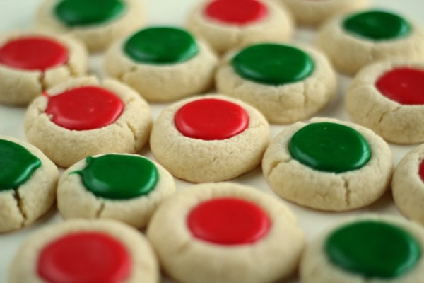 Christmas Thumbprint Cookies!! Yummy sugar cookies with a delicious frosting middle!
