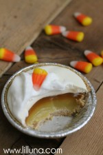 Mini Candy Corn Pies. The kids would love this for Thanksgiving! #thanksgiving #pie