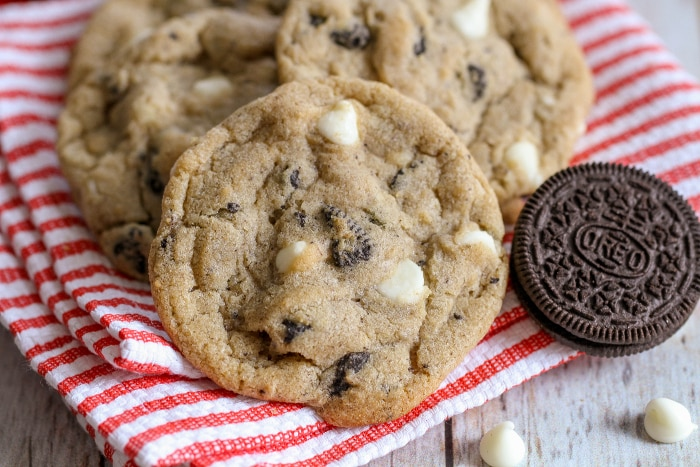 Cookie N Cream Cookies - soft and chewy cookies filled with white chocolate chips and Oreos. { lilluna.com }