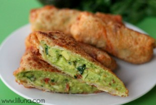 Avocado Egg Rolls. These are so good!! Recipe on { lilluna.com }