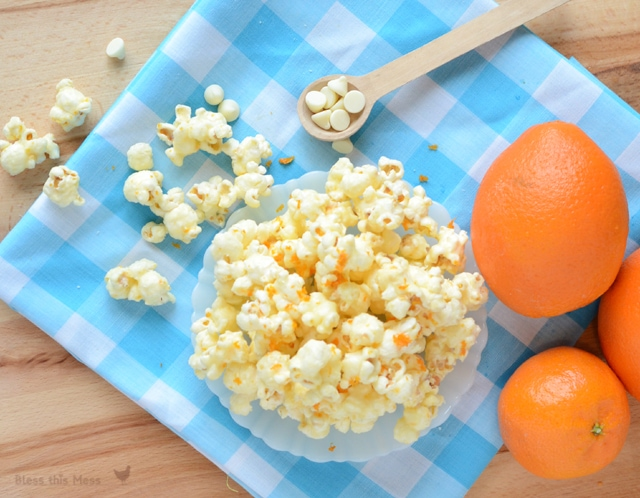 Easy Orange Dreamsicle Popcorn recipe!! So yummy & few ingredients, including white chocolate chips, an orange, & popcorn!