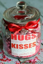 Valentines HUGS and KISSES Jar Gift idea and print on { lilluna.com } #valetines