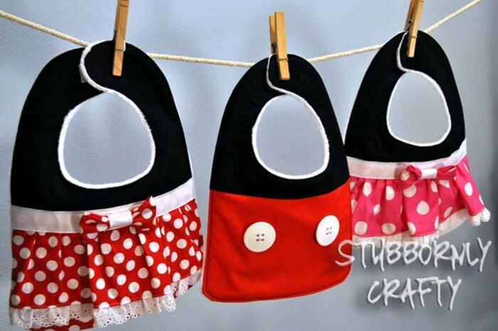 Mickey and Minnie Baby Bib Tutorial. ADORABLE!! { lilluna.com }