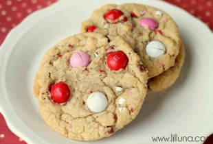 Peanut Butter M&M Cookies. Recipe on { lilluna.com } #cookies