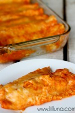 Restaurant Style Red Cheese Enchiladas { lilluna.com }