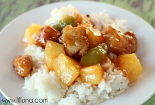 Yummy Sweet and Sour Chicken Recipe { lilluna.com }