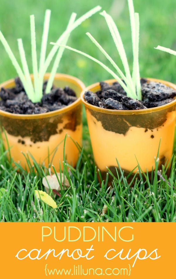 Super CUTE and EASY Pudding Carrot Cups on { lilluna.com } Oreo's, pudding, & edible grass make this the prefect little Easter treat!