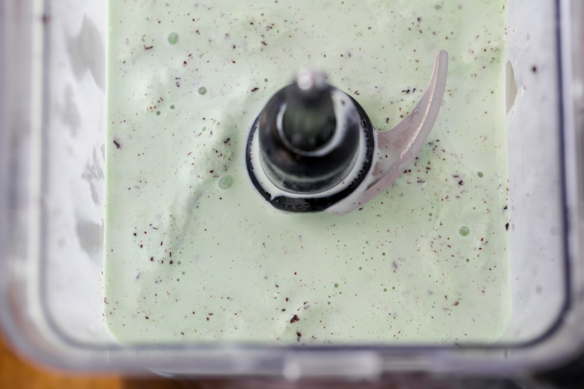 Ingredients for mint oreo ice cream shakes in a blender