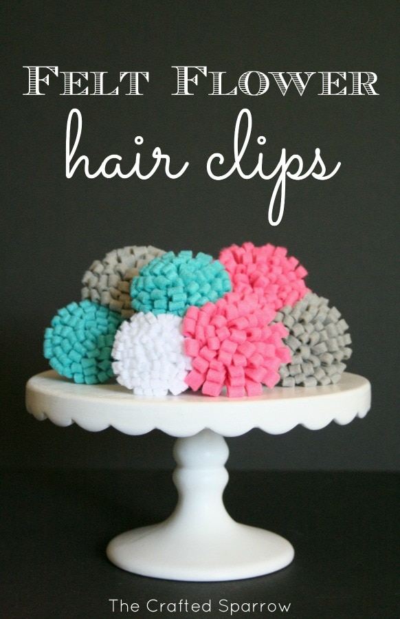 Super CUTE and EASY Felt Flower Hair Clips on { lilluna.com } Only takes a few simple supplies!