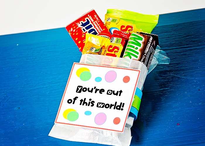 Easy Gift Idea - You're out of this world print on { lilluna.com } Just pick out all the favorite treats of that special person!