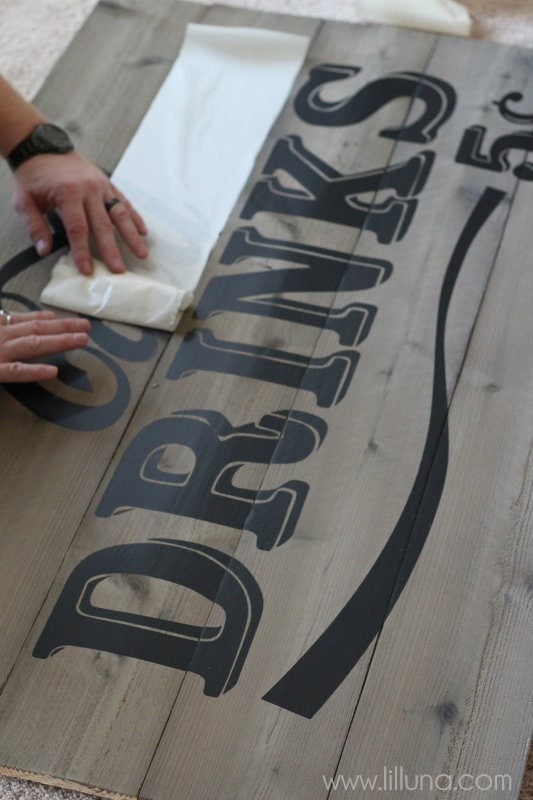VINTAGE Cold Drinks Sign Tutorial { lilluna.com } The perfect outdoor sign!!