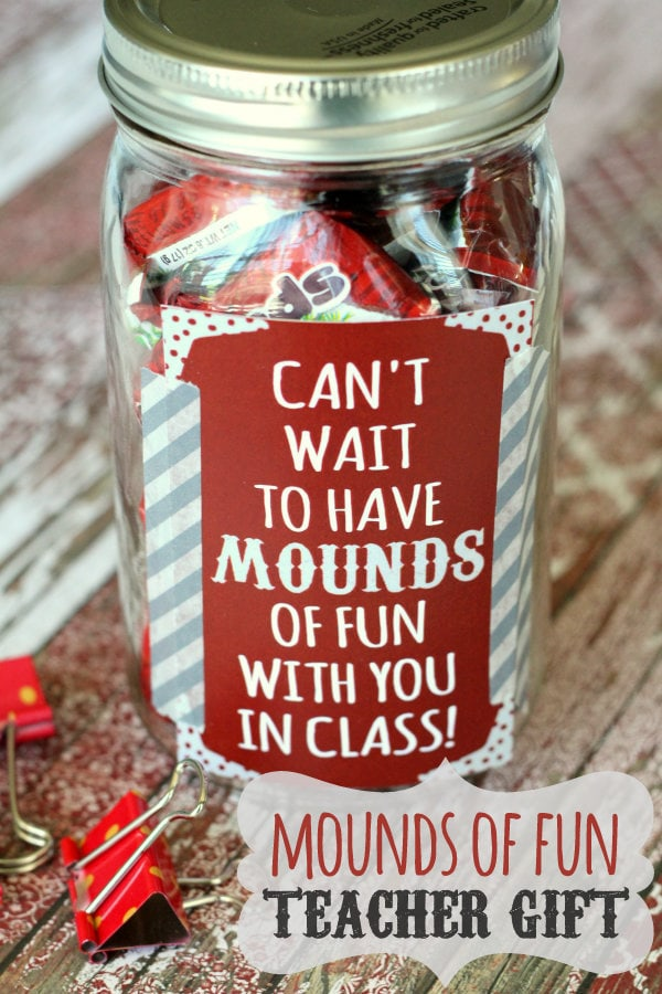 CUTE Mounds of Fun Teacher Gift with free prints on { lilluna.com } Super easy to put together and inexpensive!