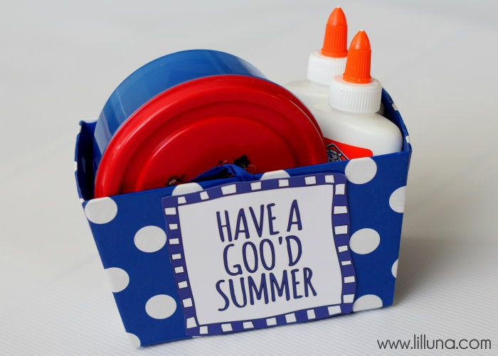 Homemade Gak Gift idea. This is such a fun summer activity! { lilluna.com }