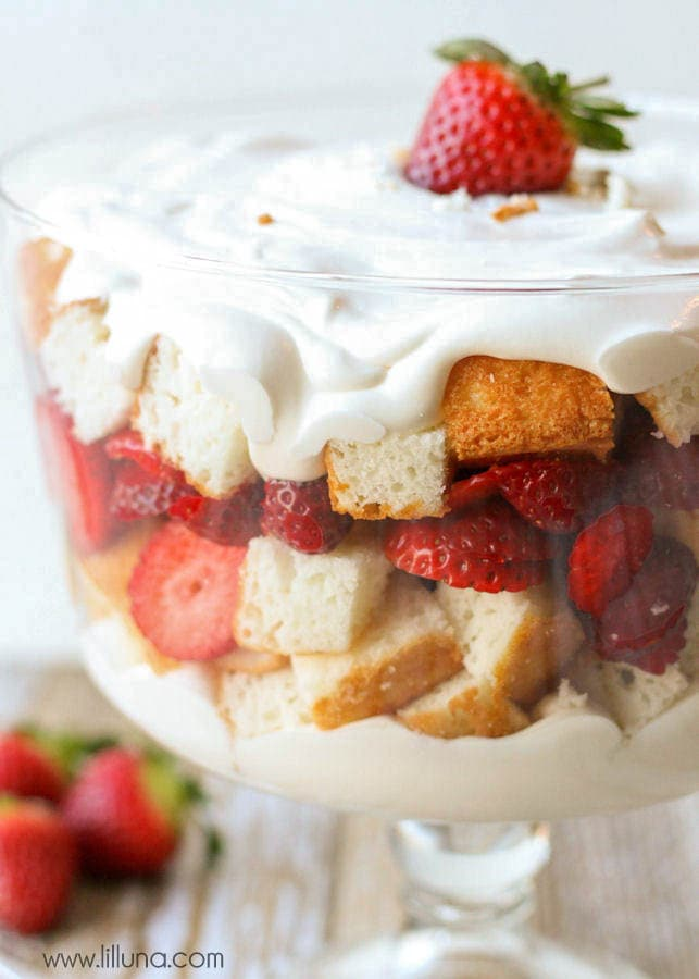 Very simple and delicious Strawberries and Cream Angel Food Cake Trifle. Layers of cake, strawberries and a cool, and white chocolate pudding.