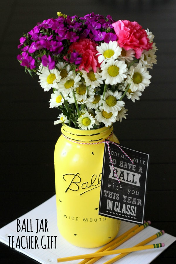 Vintage Ball Jar Teacher Gift with free print on { lilluna.com } Fill with pencils or flowers!!