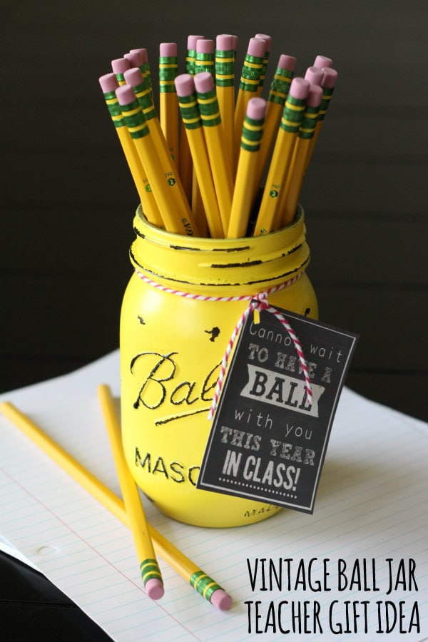 Vintage Ball Jar Teacher Gift with free print on { lilluna.com } Fill with pencils, markers, pens, the ideas are endless!