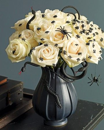 45 Halloween Decor Ideas - TONS of spooky and fun Halloween decorations to inspire you!! { lilluna.com }