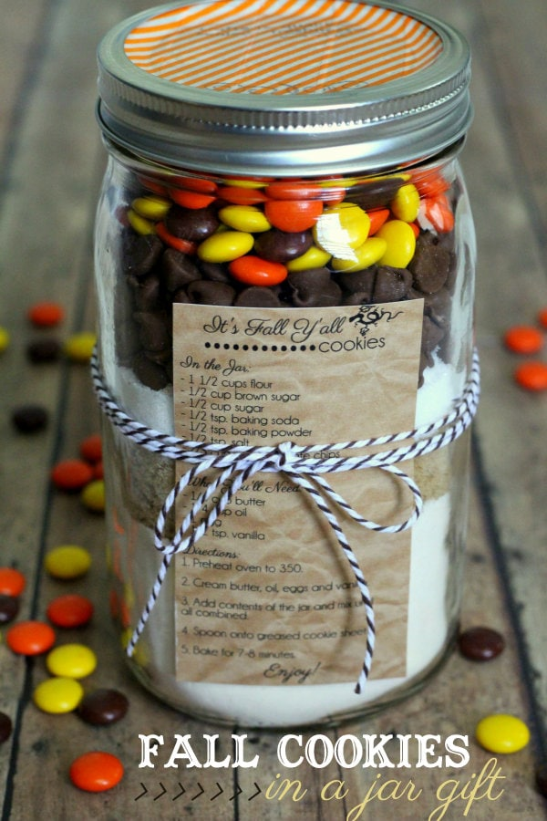 Fall Cookies in a Jar Gift with free recipe tag on { lilluna.com } Such an easy idea!