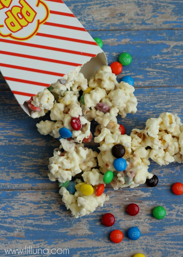 White Chocolate M&M Popcorn - our favorite! { lilluna.com } #popcorn