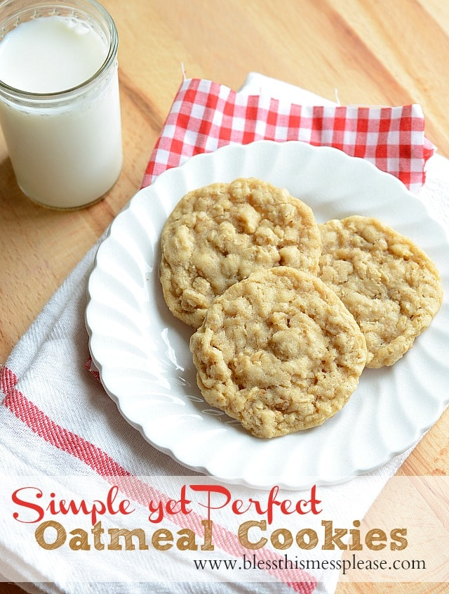Simple and delicious Oatmeal Cookies! { lilluna.com } So easy to make and so good!