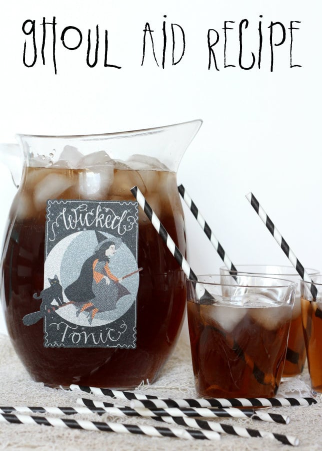 Easy Ghoul-Aid recipe perfect for Halloween! { lilluna.com } Orange & grape kool-aid mixed with sugar, water, & sprite!!