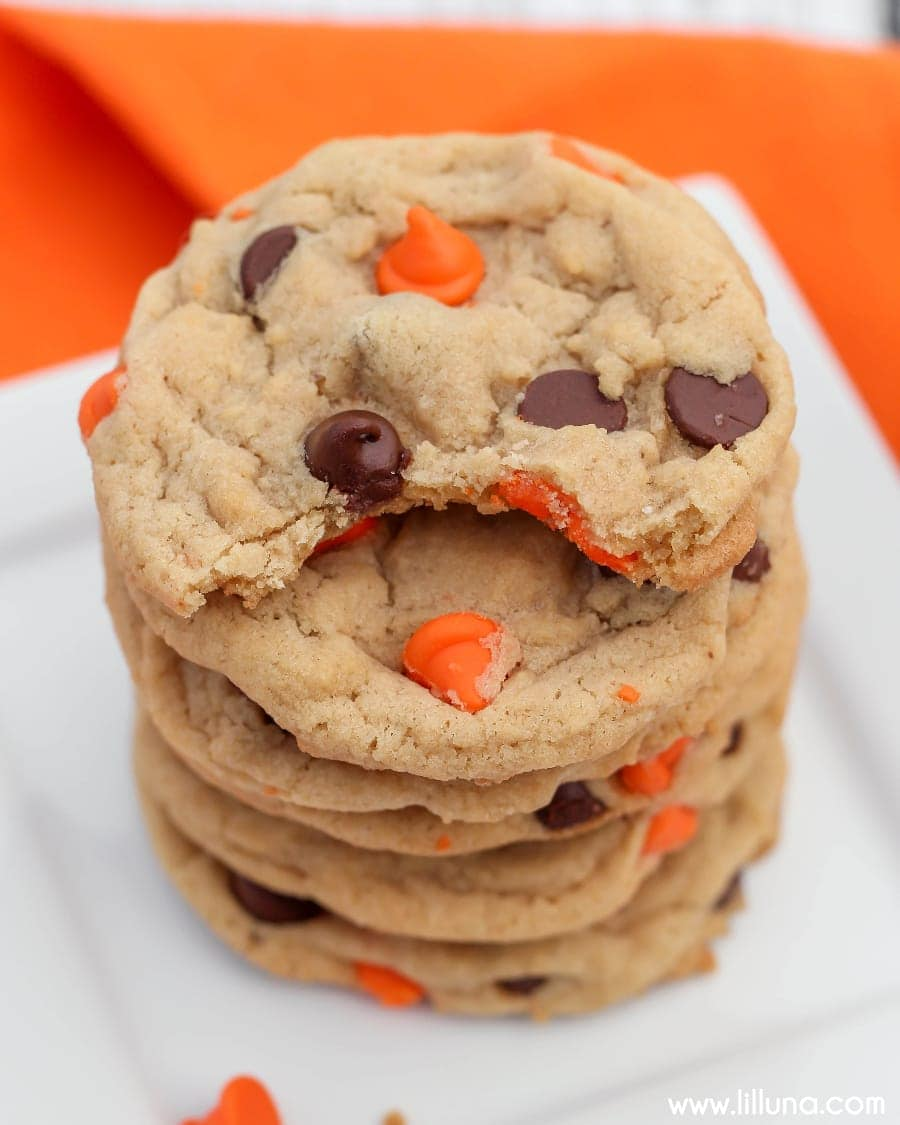 HALLOWEEN Chocolate Chip Cookies recipe - easy, festive and delicious! A soft and yummy cookie with Halloween chocolate chips.