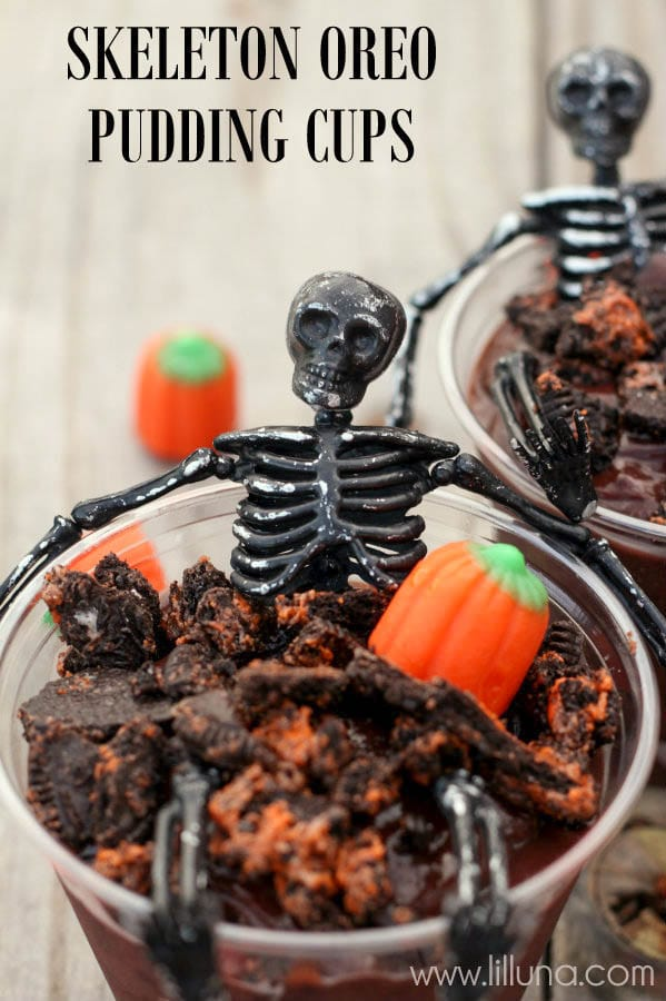 Perfect for any Halloween Party!! Skeleton Oreo Pudding Cups on { lilluna.com }