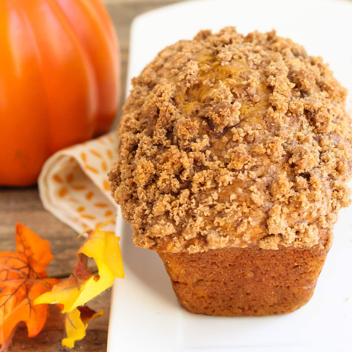 loaf of pumpkin bread with streusel topping